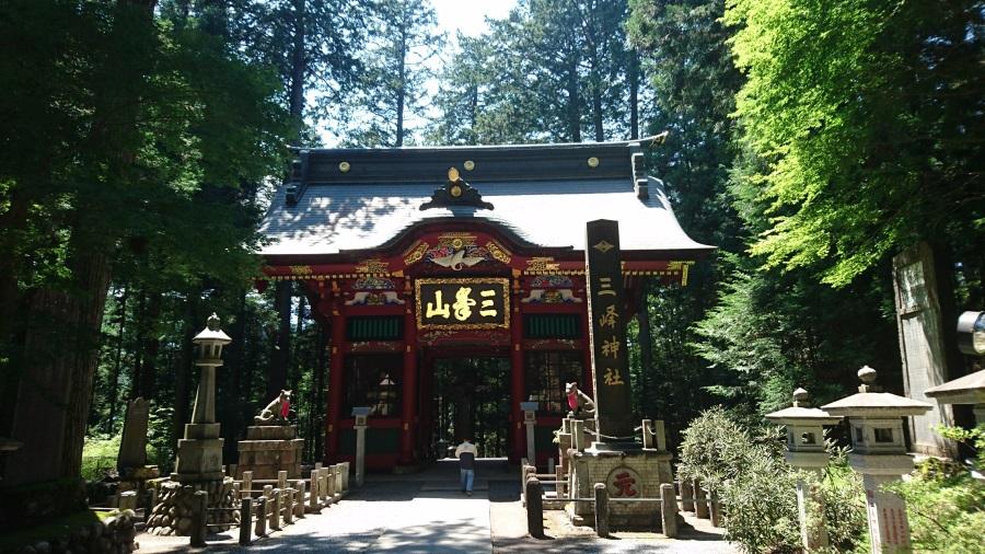 三峯神社山門